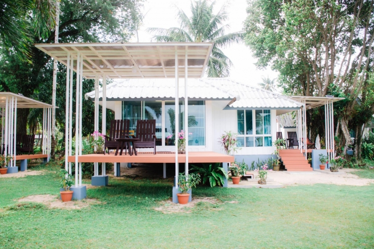 Family Standard Beachfront Bungalow
