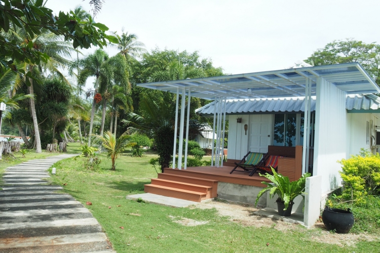 Comfort Beachfront Bungalow